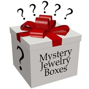 ⭐️🖤🤍Jewelry Mystery Box⭐️ 20 ITEMS
